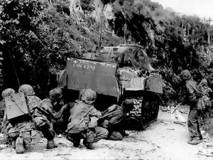 Marines_take_cover_behind_medium_tank