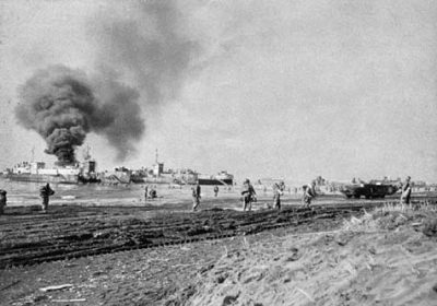 US Army troops landing at Anzio