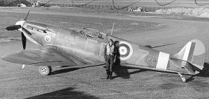 "Squadron Leader D.O. Finlay, the Commanding Officer of No. 41 Squadron RAF and former British Olympic hurdler, standing by his Supermarine Spitfire Mark IIA (P7666, 'EB-Z)' ""Observer Corps"", at Hornchurch, Essex (UK). January 1941."